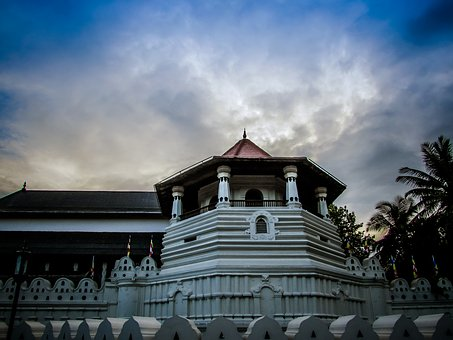 Kandy temple of the tooth - Visit Kandy with Sri Lanka Trusted Tours